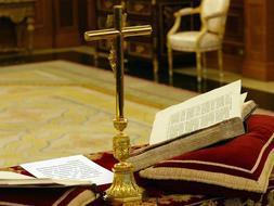 Los juristas afirman que los crucifijos «no vulneran la laicidad del Estado»