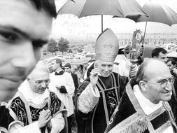 Los lefebvrianos agradecen al Papa el levantamiento de la excomunión