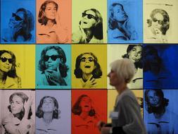 El Grand Palais de París reúne la galería de retratos de Andy Warhol