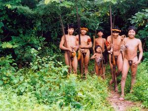 Indios hombres desnudos