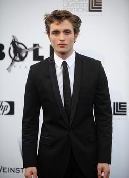 Traje negro corbata negra boda