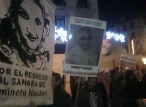 Más de un centenar de personas pide la dimisión de Moratinos frente a Exteriores
