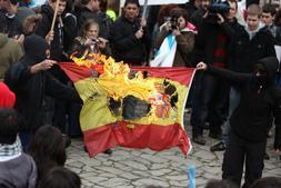 El PSOE gallego secunda un acto donde se quemó la bandera