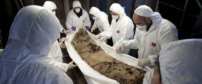 Pere el Gran II fue enterrado sin joyas y con la sencillez de un monje