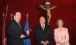 http://www.abc.es/Media/201005/04/reyesmedalla--300x180.jpg