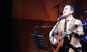 Ismael Serrano canta en su casa