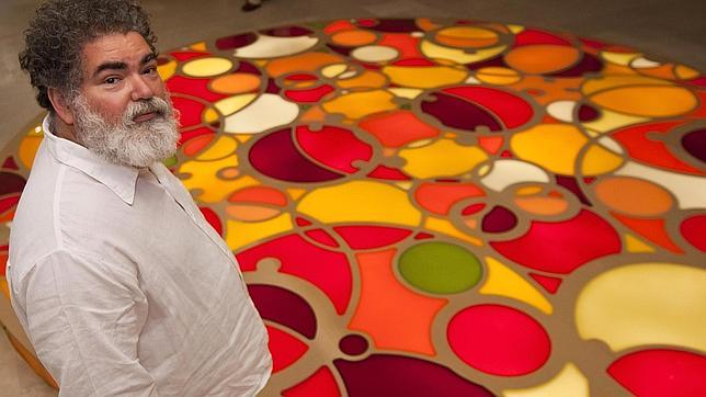 El artista Jorge Pardo ante su proyecto para la Catedral de Burgos