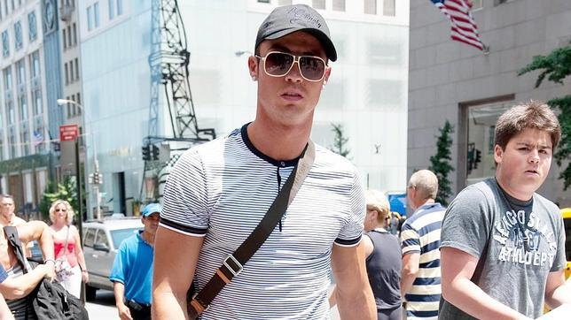 Cristiano Ronaldo 201007080937 furthermore 575321 likewise Article 31047702 likewise Salsa Mexicana Vol 3 in addition 5. on oscar de leon esa mujer