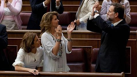 Rajoy, ovacionado por el Grupo Popular