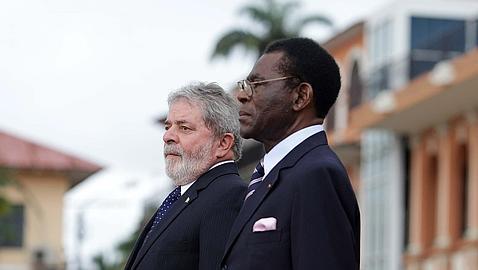 Obiang intenta hacer amigos proclamando el portugués lengua oficial de Guinea LulaObiang--478x270