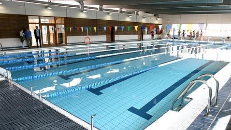 nadar en piscinas con demasiado cloro puede provocar