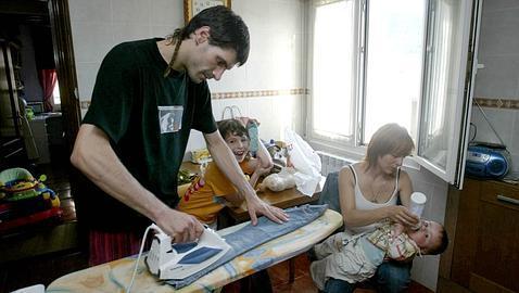Ayudando en las tareas del hogar - Porno Maduras