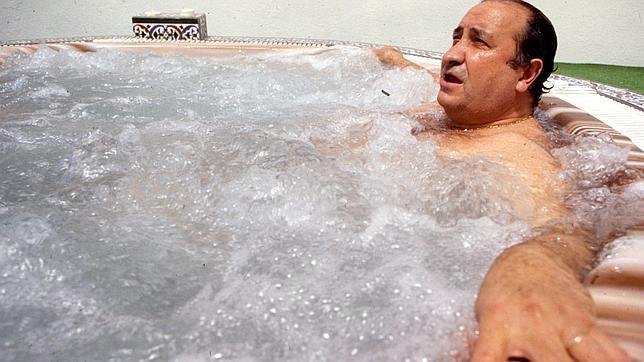 Gil En El Jacuzzi.Galeria De Fotos El Adn Del Gilismo La Perdicion De Marbella