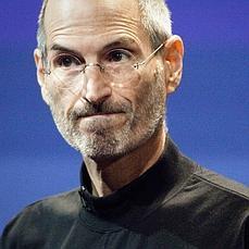 Steve Jobs, con cara de circunstancias, en una de las comparecencias de Apple