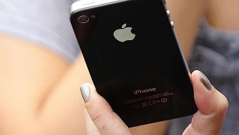 Un fallo en la alarma del iPhone 4 deja a los europeos en la cama tras el cambio horario