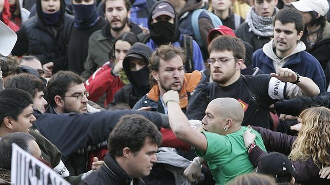 Resultado de imagen para ultras futbol peleas
