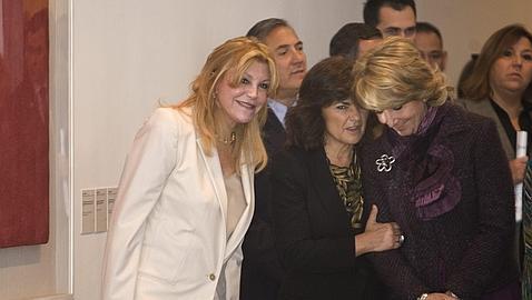 La baronesa Thyssen, con Carmen Calvo y Esperanza Aguirre