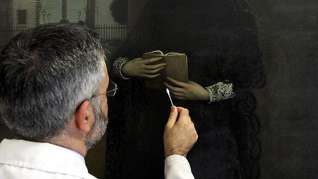 Enrique Ortega trabaja con «Flor de Santidad». VALERIO MERINO