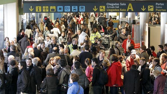 Ejecutiva De Viajar Personas En El Aeropuerto De: Los Conflictos Laborales Amenazan Con Colapsar Los