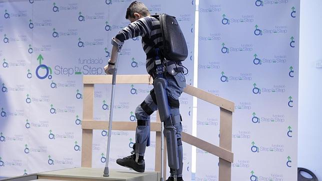 Un exoesqueleto para volver a caminar for Sillas para subir y bajar escaleras