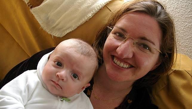Abril Herrera Camacho es una mujer joven, casada y madre de un niño, Marco. Abril padece, además, miastenia gravis, una enfermedad neuromuscular autoinmune ... - OBJ1497092_1--644x366--644x366