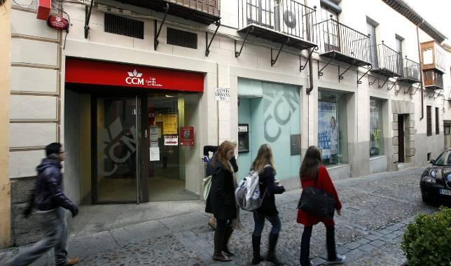 El cierre de las 23 oficinas de banco ccm afectar a m s for Oficinas caja extremadura