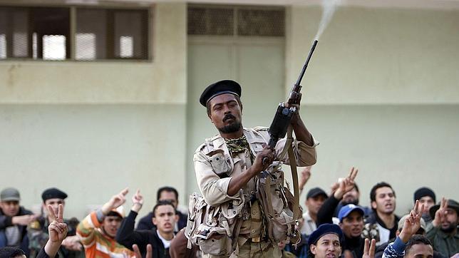 Los rebeldes libios capturan a nueve británicos