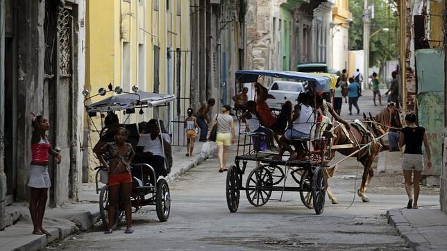 Los hombres ya bailan con otros hombres en Cuba