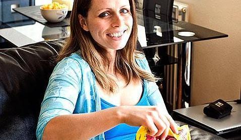 La mujer que sobrevive con dos bolsas de patatas fritas