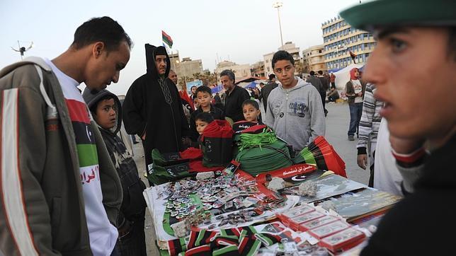El zoco de los souvenirs revolucionarios en Bengasi