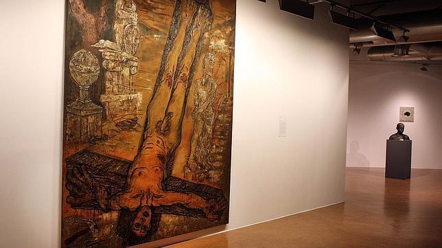 Un Cristo desnudo y boca abajo provoca el escándalo en Santiago
