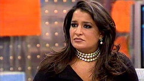 Aida Nizar recibe un tartazo en la cara