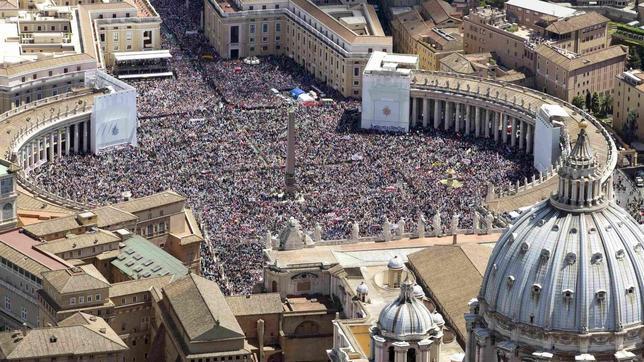 Las masas junto a Juan Pablo II, una escena que se repite