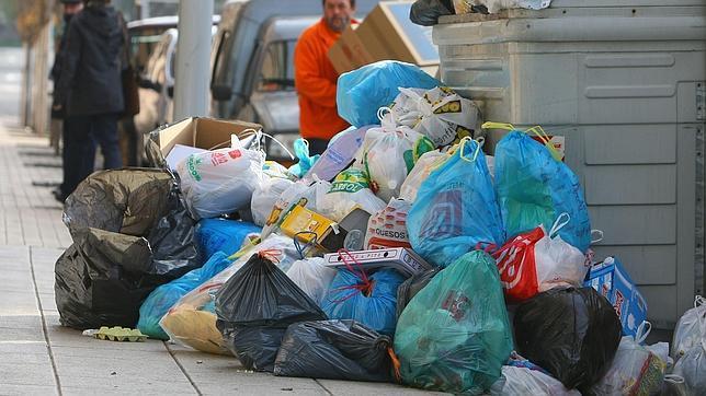 Los españoles tiran a la basura el 20% de la comida que compran