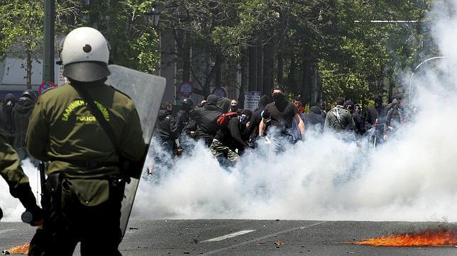 (Video) Represión policial y resistencia anticapitalista en Atenas durante la huelga general.