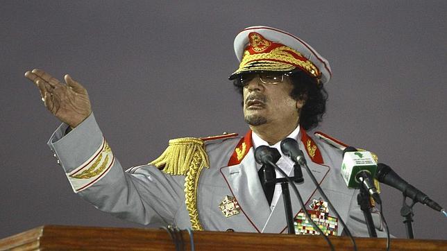Gadafi invirtió en cuentas personales las rentas petrolíferas de Libia