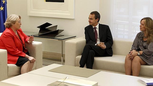 Bachelet vuelve a confundir a España con una república