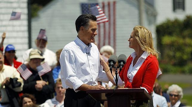 Mitt Romney salta a la carrera presidencial en el Partido Republicano