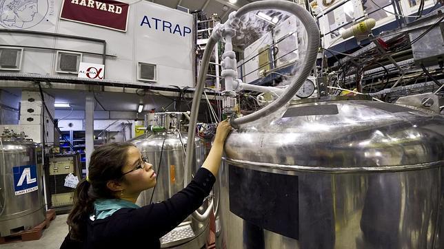 Confirmado: físicos logran atrapar átomos de antimateria durante más de 16 minutos