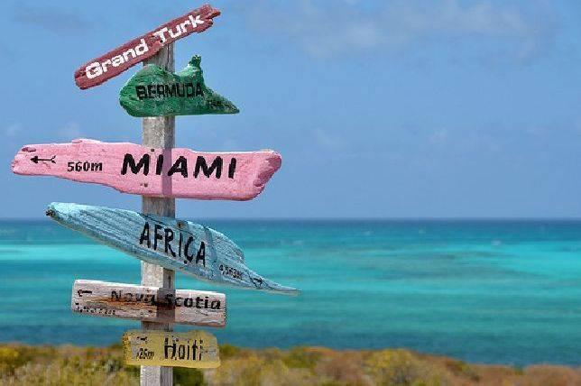 Señal De Localización: Una Divertida 'señal De Tráfico' Indica La Localización