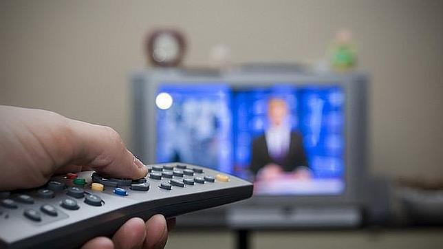 Los riesgos de ver más de dos horas diarias de televisión