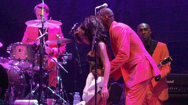 Amy Winehouse cancela toda su gira europea por «problemas de salud»
