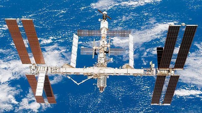 Evacuados de urgencia los astronautas de la estación espacial por la proximidad de basura espacial