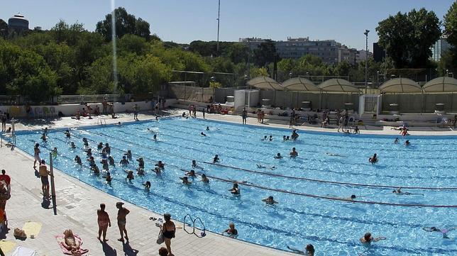 Vigilancia policial en las ocho piscinas m s conflictivas for Piscinas publicas madrid centro