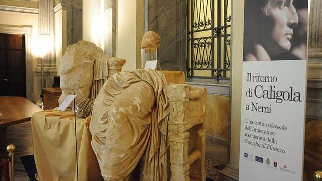 Calígula Romano Italia Una En Estatua Del Emperador Gigantesca Hallada X8nNwP0Ok