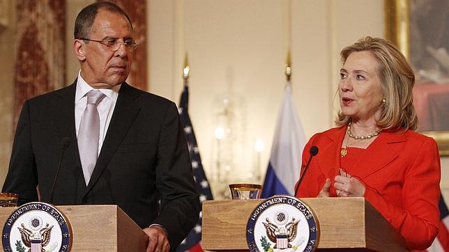 Washington y Rusia impulsan un frente diplomático contra un Gadafi «con los días contados»