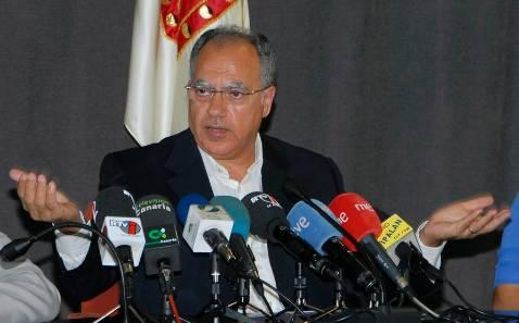 Blanco advierte al senador Curbelo de que el PSOE lo excluirá de sus listas