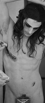 Las críticas obligan al Festival de Mérida a retirar una fotografía de un Cristo desnudo