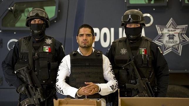 Mujer policia de mexico baila desnuda frente a la camara - 1 part 3