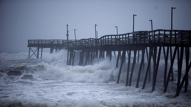 «Irene» toca tierra en EE.UU. y fuerza la evacuación de 2,3 millones de personas